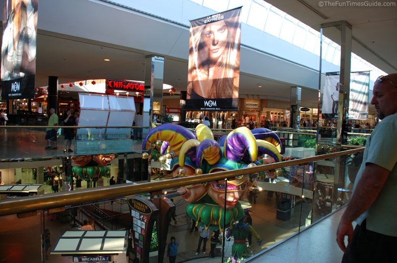 A Look Inside The 2 Largest Malls On Earth