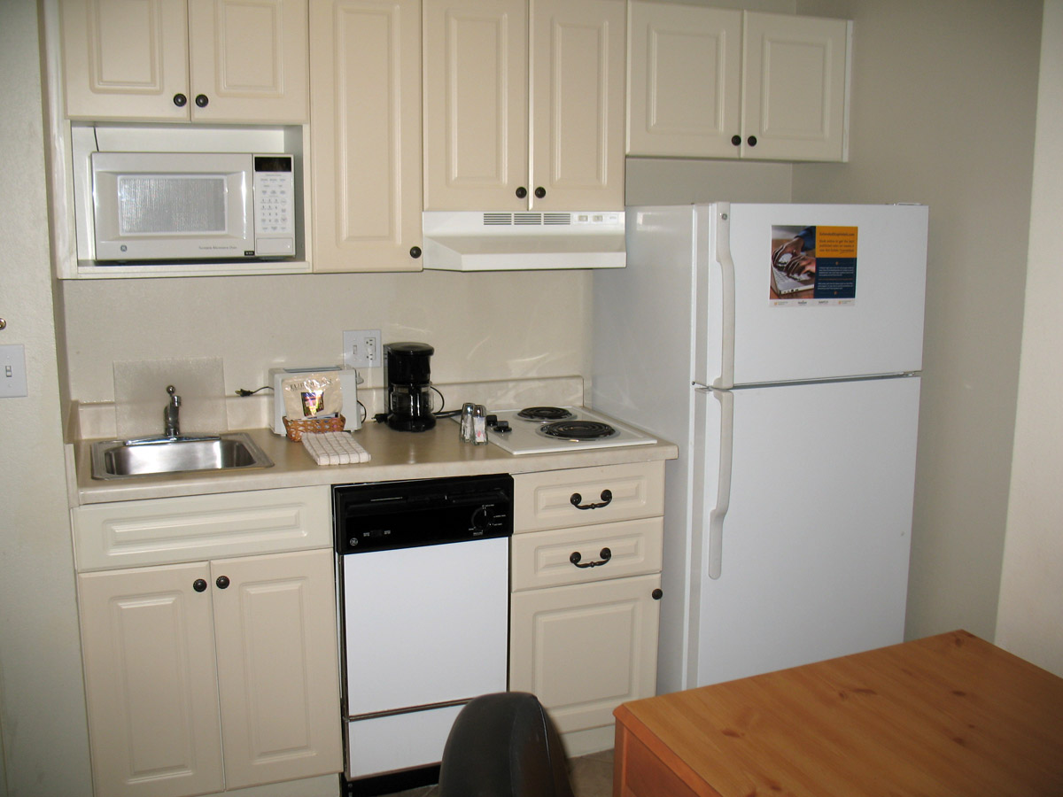 Can you live in a motel how much does it cost to live in for Kitchenette layout ideas