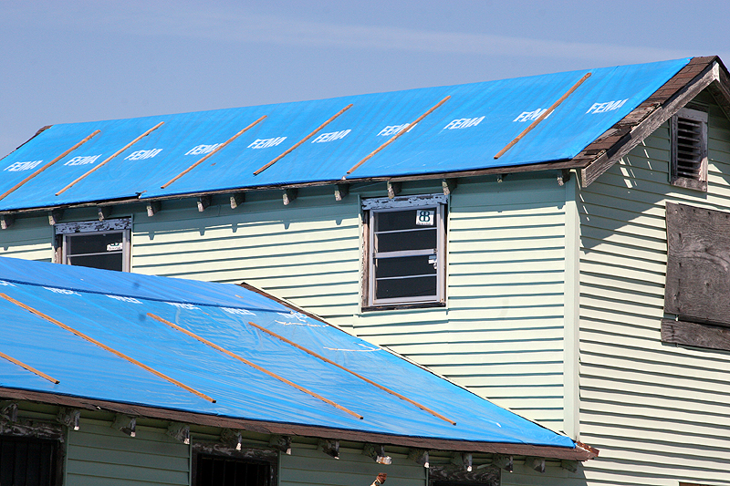 How To Make A Temporary Roof If Yours Gets Damaged By A Hurricane ...