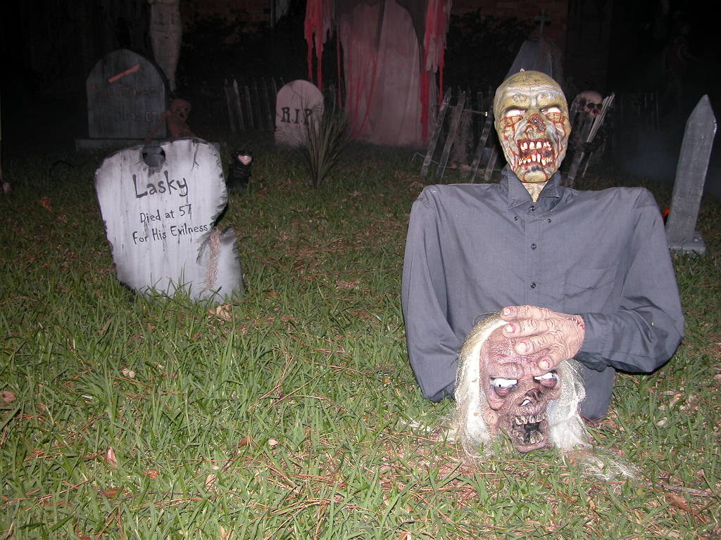http://thefuntimesguide.com/images/blogs/halloween-dead-body-corpse-by-Tammra-McCauley.jpg