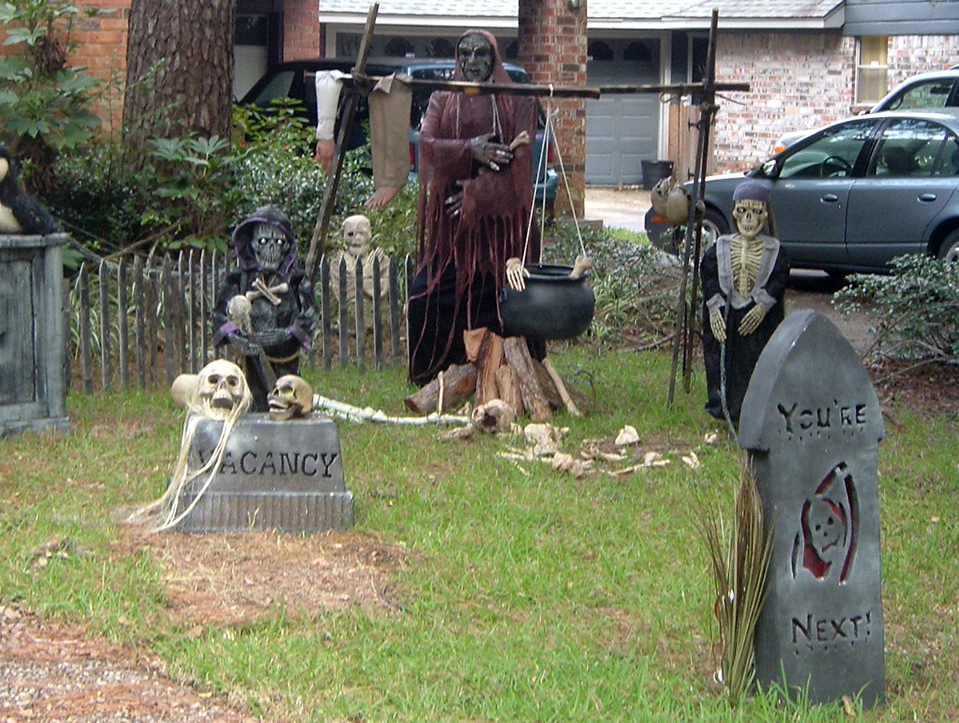 Realistic halloween yard decorations that will scare your neighbors halloween graveyard with skeletons tammra mccauleyg solutioingenieria Images