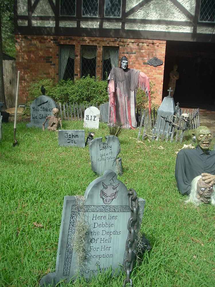 haunted yard for halloween by tammra mccauleyjpg - Halloween Yard Decor