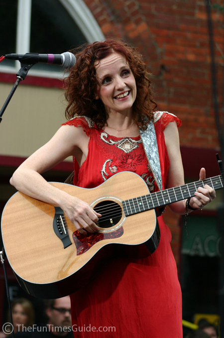 http://thefuntimesguide.com/images/blogs/patty_griffin_guitar.jpg