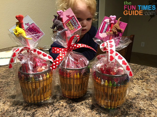 Diy Teacher Valentine Gifts See How To Make A Simple Crayon Themed Teacher Gift Basket That Also Works As A Pencil Holder The Fun Times Guide